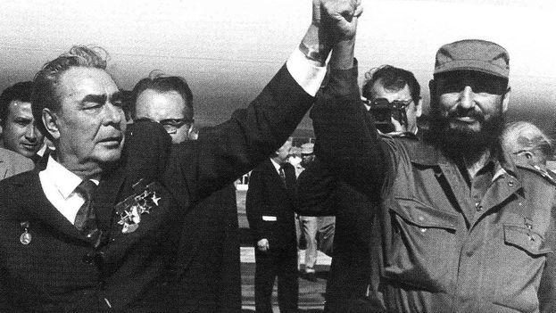 Castro recibe la más alta condecoración civil soviética