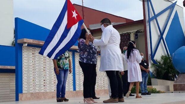 En total, Cuba ha enviado brigadas de sanitarios a nueve países de África para ayudar a combatir la emergencia sanitaria. (@CubaMINREX)