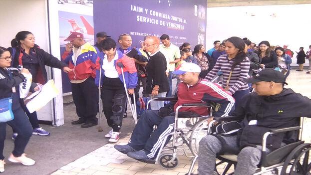 El mismo día que algunos pacientes salían para Cuba, otros regresaban al finalizar su tratamiento en la Isla. (Convenio Cuba-Venezuela)
