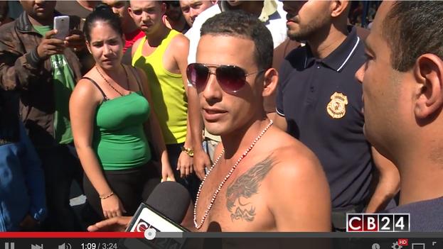 Cubanos retenidos en la frontera de Costa Rica con Panamá. (Youtube/CB24)