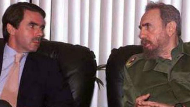 José María Aznar viajó a Cuba con motivo de la Cumbre Iberoamericana de La Habana, no en viaje oficial, aunque sí recibió a Castro en Madrid. (EFE)