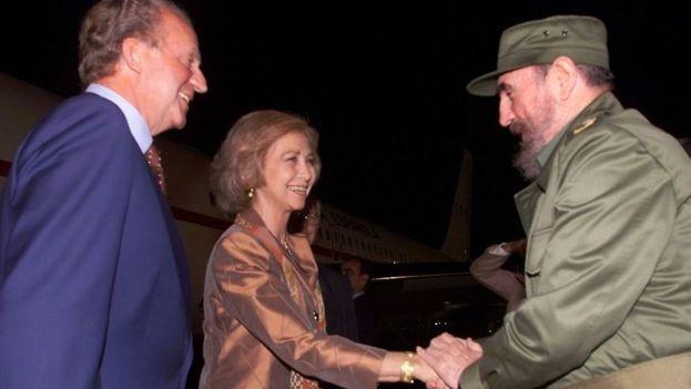 Los reyes de España solo pudieron visitar Cuba con motivo de la Cumbre Iberoamericana de La Habana, ningún Gobierno español recomendó visita oficial. (EFE)
