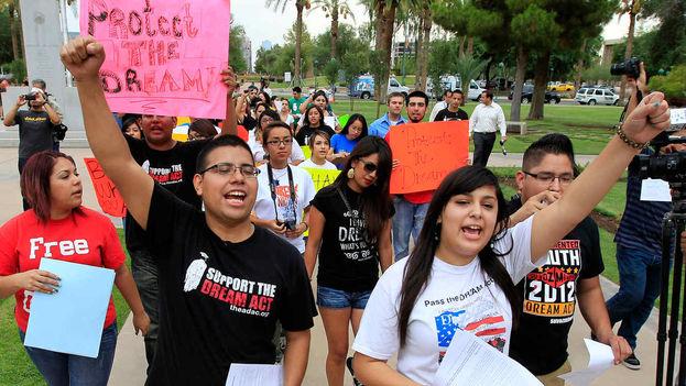 El programa DACA ha protegido de la deportación y otorgado permisos de trabajo a 800.000 jóvenes indocumentados que llegaron de niños al país. (EFE)