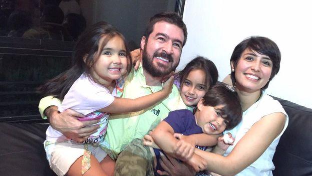 Daniel Ceballos reunido con toda su familia tras ser trasladado a su domicilio. (@PatrideCeballos)