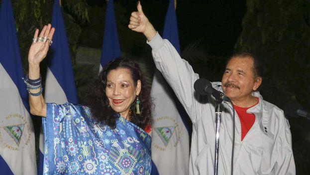 Daniel Ortega y Rosario Murillo en la noche electoral en que el presidente de Nicaragua ha renovado mandato por cuarta vez. (@lavozsandinista)