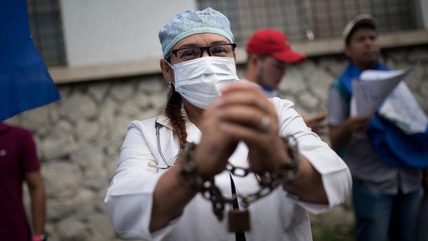 El régimen de Daniel Ortega se ensañó con los médicos humanitarios que atendieron a los heridos de las protestas. (Carlos Herrera/Niú)