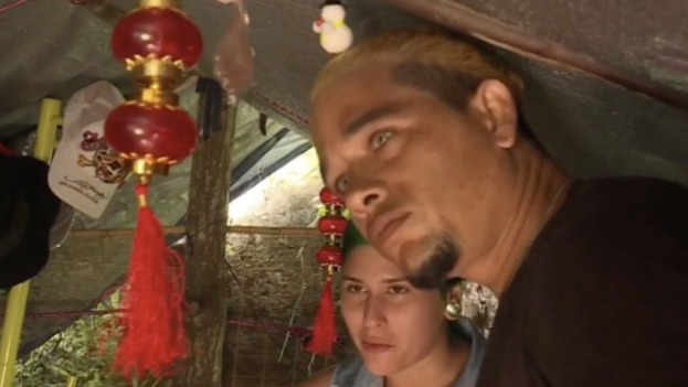 Los migrantes cubanos Daniela y Pedro llegaron a Guyana Francesa el pasado octubre. (Captura)