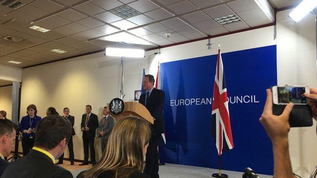 David Cameron durante la que probablemente haya sido su última rueda de prensa en el Consejo Europeo. (Twitter)