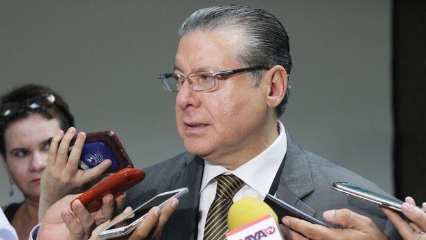 David Matamoros, magistrado presidente del TSE, ofreció este domingo los resultados del segundo recuento. (@tsehonduras)