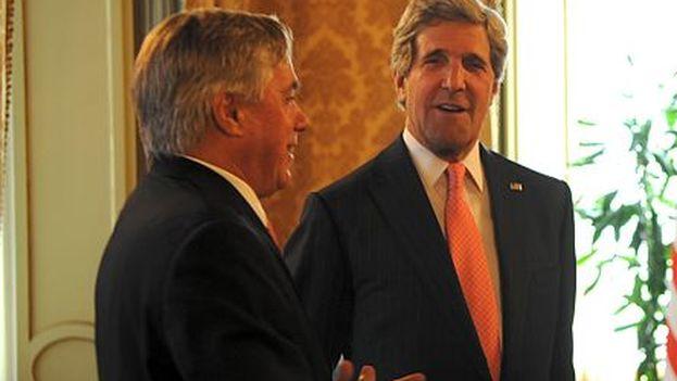 A la izquierda, David Thorne, asesor especial del secretario de Estado de EE UU, John Kerry, en el centro. (CC)