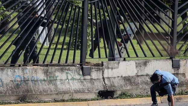 Los opositores protestaron por la muerte de David Vallenilla, de 22 años, asesinado por un miembro de la Fuerza Armada. (EFE)