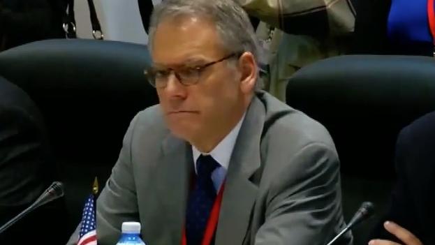 Jeffrey DeLaurentis, Jefe de la Sección de Intereses de EE UU y Alex Lee, Sub-secretario del Departamento de EE UU para Suramérica y Cuba