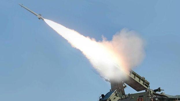 El ministerio de Defensa de Rusia informó de que sus sistemas de alerta temprana siguieron el misil norcoreano durante sus 23 minutos. (Foto de Archivo/EFE)
