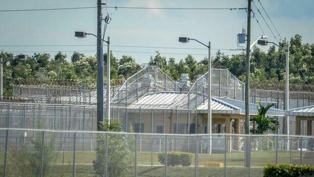 Detalle de un edificio del centro de detención de Krome en Miami. (Giorgio Viera/Archivo EFE)