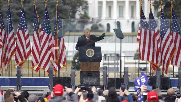 """""""Detendremos el robo"""", remarcó Trump ante los gritos de sus seguidores. (EFE)"""