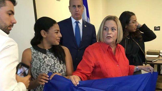 Mario Díaz-Balart e Ileana Ros Lehtinen pidieron a la Administración de Trump que no elimine el TPS a los nicaragüenses. (EFE)