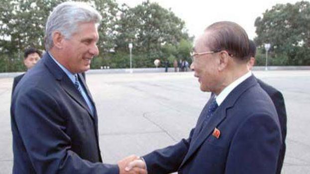 Miguel Díaz-Canel con Kim Yong Nam, presidente de la Asamblea Popular Suprema de Coreo del Norte (KCNA)