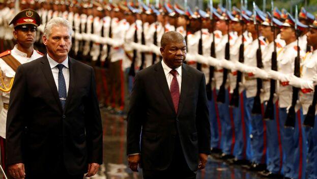 Los presidentes de Cuba, Miguel Díaz-Canel, y de Angola, Joao Manuel Gonzalves Lourenço, en el Palacio de la Revolución. (EFE)