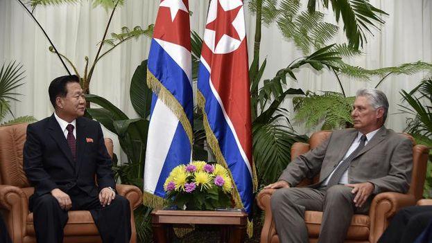 El presidente de Cuba, Miguel Díaz-Canel, recibió este martes en La Habana al vicepresidente del Comité de Estado de Corea del Norte, Choe Ryong-hae. (Granma)