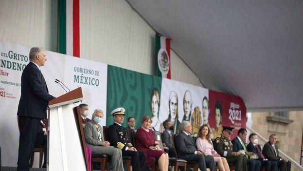 El mandatario cubano Miguel Díaz-Canel, durante su discurso en el desfile militar por la Independencia, en el Zócalo de la Ciudad de México. (Presidencia de la República)