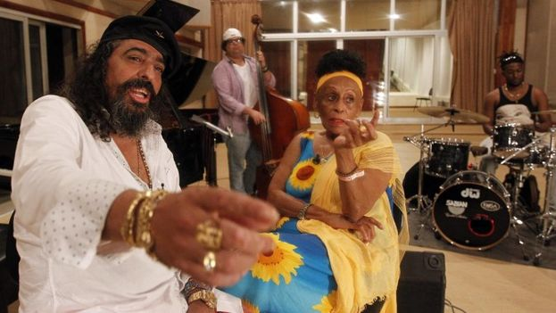 Diego el Cigala junto a la cantante cubana Omara Portuondo. (EFE)