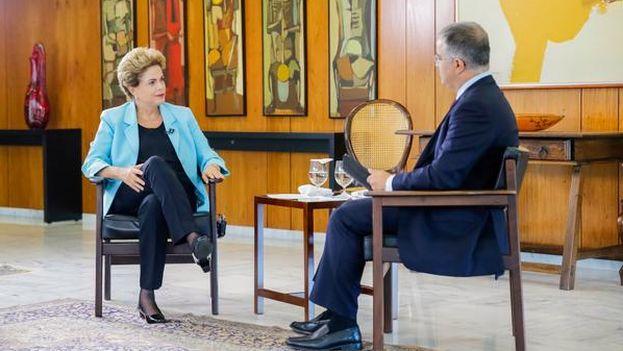 Dilma Rousseff durante la entrevista al canal SBT. (@dilmabr)