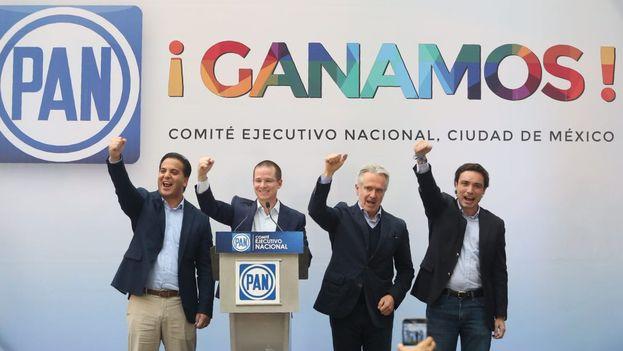Dirigentes del PAN celebran la amplia victoria del partido en las elecciones a gobernador. (@RicardoAnayaC)