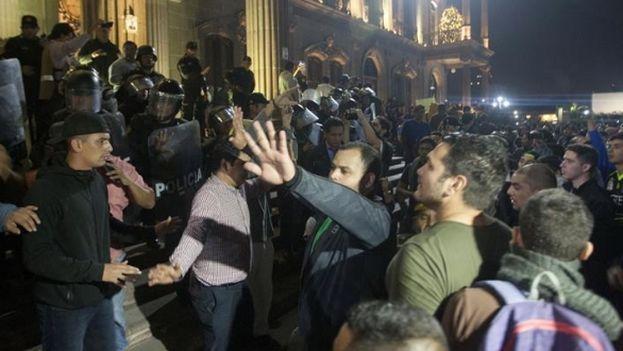 Disturbios durante gasolinazo se saldan con detenidos en México. (EFE)