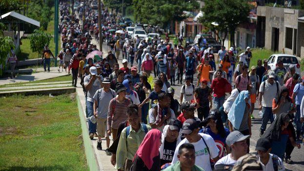 Unos 300 migrantes siguieron su ruta por la carretera panamericana y avanzaron hasta la localidad de Santo Domingo Zanatepec y Santiago Niltepec. (EFE)