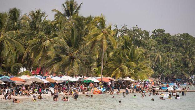 Dominicana, por primera vez, rebasó los niveles anteriores a la pandemia en la llegada de turistas en un mes que no es especialmente bueno para su turismo. (EFE)