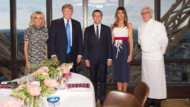 Donald y Melania Trump cenaron junto a Emmanuel y Brigitte Macron este jueves en el restaurante Jules Verne de la Torre Eiffel. (@realDonaldTrump)