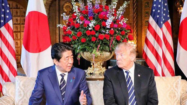 Donald Trump comentó el futuro de las negociaciones con Corea del Norte durante su visita oficial a Japón, donde se reunió con el primer ministro Shinzo Abe. (@AbeShinzo)