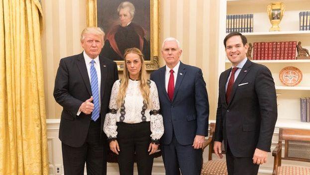 Donald Trump, Mike Pence y Marco Rubi junto a Lilian Tintori este miércoles en la Casa Blanca. (@realDonaldTrump)