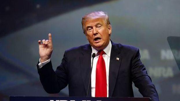 Donald Trump en una convención de la Asociación Nacional del Rifle, donante de 30 millones de dólares para su campaña y con la que ahora está dispuesto al desacuerdo.