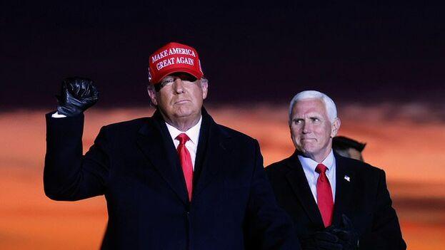 Donald Trump y Mike Pence en su último mítin de campaña en Grand Rapids, Michigan. (EFE)