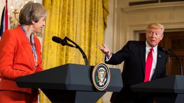 El presidente estadounidense, Donald Trump y la primera minsitra británica, Theresa May durante la rueda de prensa. (EFE)