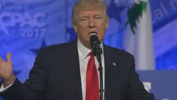 Donald Trump ha reanudado sus ataques a los medios, que exponen a diario las imprecisiones y los datos erróneos de los discursos del presidente. (captura)