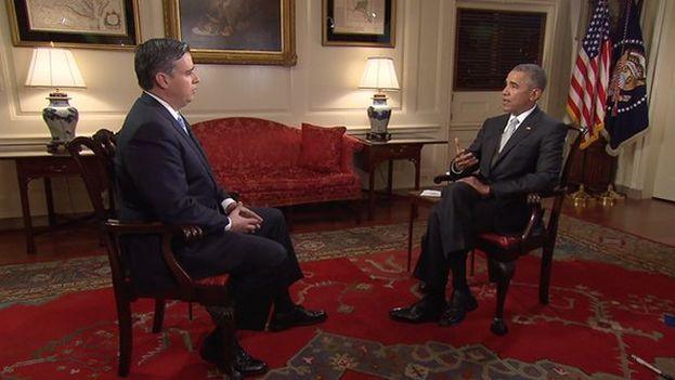 El presidente de EE UU, Barack Obama, entrevistado por el periodista Juan Carlos López. (CNN)