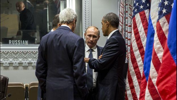 El presidente de EE UU, Barack Obama, su hómologo ruso, Vladimir Putin, y el secretario de Estado de EE UU, John Kerry. (Casa Blanca)