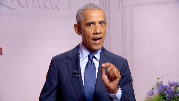 Barack Obama, expresidente de EE UU, durante su intervención telemática este miércoles en la Convención Nacional Demócrata. (EFE/DNCC)