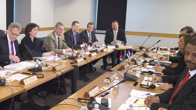 Las delegaciones de EE UU y Cuba reunidas en Washington. (Departamento de Estado de EE UU)