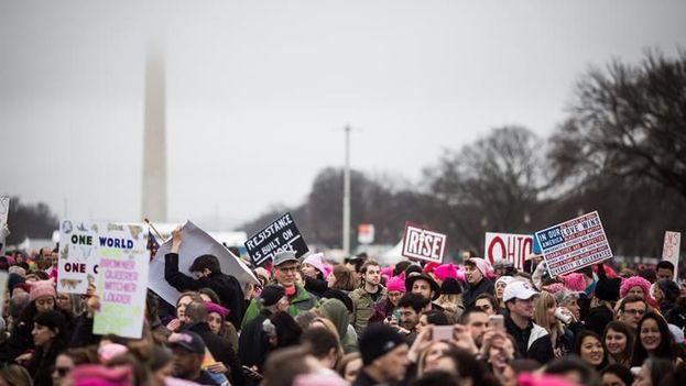 Los participantes exigieron respeto a la diversidad, la igualdad y los derechos de las mujeres que ven amenazados con el nuevo presidente de EE UU, Donald Trump. EFE