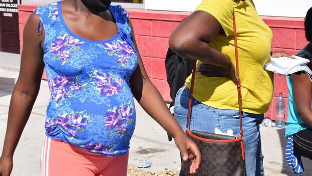 Las mujeres embarazadas tienen confianza en que serán mejor tratadas en la frontera de EE UU, al ser más vulnerables. (EFE/ Alex Segura)