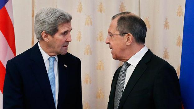 El secretario de Estado de EE UU, John Kerry y el ministro de Exteriores ruso, Serguéi Lavrov. (EFE)