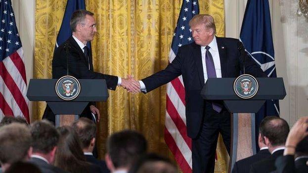 El presidente de EE UU, Donald Trump, y el secretario general de la OTAN, Jens Stoltenberg, en la Casa Blanca, en Washington. ( EFE)