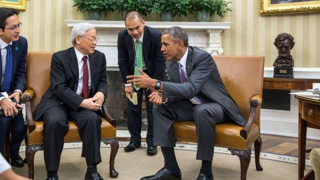 El presidente de EE UU, Barack Obama, y Nguyen Phu Trong, el primer secretario general del Partido Comunista de Vietnam. (Casa Blanca)