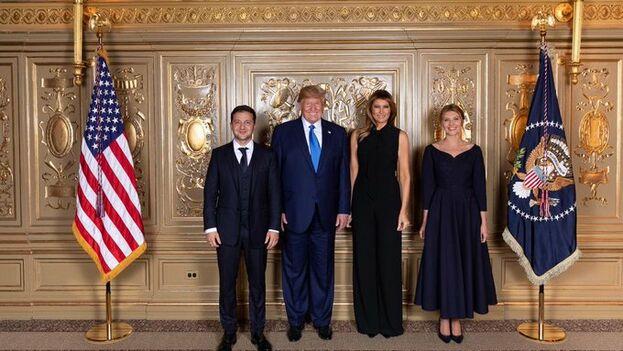 Los presidentes de EE UU y Ucrania, protagonistas del escándalo, junto a las primeras damas en una recepción en Washington este miércoles. (@ZelenskyyUa)