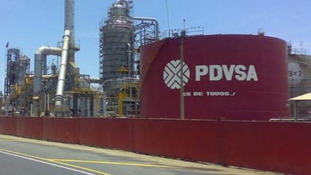 EE UU ha amenazado con aumentar su lista de entidades sancionadas si colaboran en el comercio y transporte de petróleo de la empresa estatal venezolana PDVSA. (EFE)