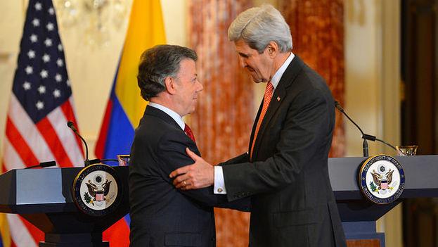 El secretario de Estado de EEUU, John Kerry, y el presidente de Colombia, Juan Manuel Santos, en la rueda de prensa de este viernes. (Dep. de Estado de EE UU)