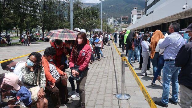 Ecuador acude a las urnas en segunda vuelta de los comicios del 7 de febrero para elegir al sucesor del Lenín Moreno. (EFE)